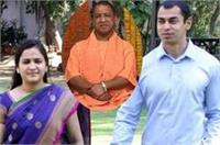 CM योगी आदित्यनाथ से मिलने गेस्ट हाउस पहुंचे मुलायम के बहू-बेटा