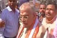 वाराणसी में मुरली मनोहर जोशी ने किया मतदान, महापौर की पत्नी का नाम गायब