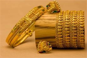 सोना-चांदी के दाम में गिरावट, जानिए आज के दाम