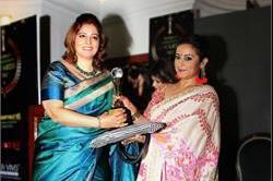 Women Appreciation Award 2017:दिव्या ने किया ऋचा अग्रवाल को सम्मानित