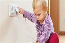 घर में भूलकर भी न करें ये काम, जा सकती है बच्चे की जान!