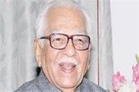गायत्री प्रजापति के कैबिनेट में बने रहने पर राज्यपाल ने CM अखिलेश से मांगा जवाब