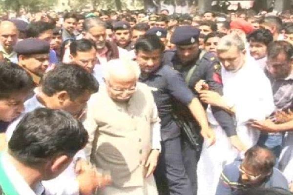 हरियाणा के कैबिनेट मंत्री कृष्ण पंवार के बेटे का निधन, वरिष्ठ नेताओं ने दी श्रद्धांजलि (Pics)