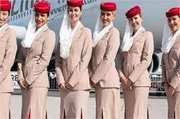 ट्रैडीशनल से लेकर वैस्टर्न तक ऐसे कपड़े पहनती हैं एयर होस्टेस!