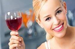 रेड वाइन पीने से होते हैं ये फायदे