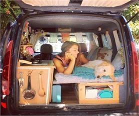 इस महिला ने कार को बनाया अपना घर!