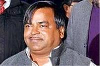 उत्तर प्रदेश: रेप के आरोपी गायत्री प्रजापति फरार, हवाई अड्डे अलर्ट पर