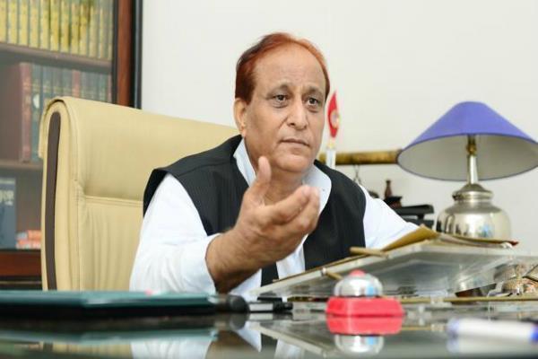 पूर्व मंत्री आजम खान के खिलाफ जमानती वारंट जारी