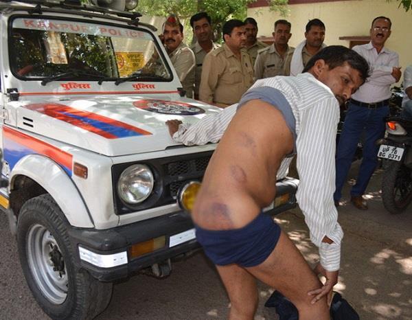 कानपुरः SSP अॉफिस पहुंच युवक ने उतारे अपने कपड़े, जानें क्यों!