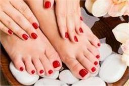 खूबसूरत हाथों और पैरों के लिए DIY सीरम