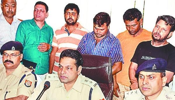 मेरठः बीते दिनों हुई करोड़ों की लूट का पुलिस ने किया खुलासा, 4 आरोपी असहले के साथ गिरफ्तार