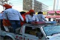 पुलिस की गाड़ी पर BJP मंत्री के कार्यकर्ताओं का कब्ज़ा, कानून व्यवस्था बनी मजाक