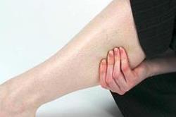 टांगों में हो रहा है दर्द तो अपनाएं ये कारगर उपाय