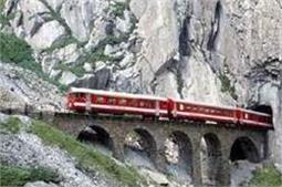 जरा दिल थाम कर बैठे, बहुत ही खतरनाक है इस ट्रेन से सफर करना