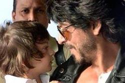 शाहरुख ने बेटे के साथ देखा कोलकाता और गुजरात का मैच