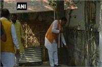 BJP अध्यक्ष केशव मौर्य ने स्थापना दिवस पर पार्टी कार्यालय में लगाई झाड़ू