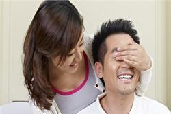 ये खास Gifts देकर पति को करें खुश