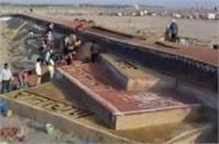 संगम तट पर रेत से बनी दुनिया की सबसे लंबी सरस्वती की वीणा, देखने उमड़ी भीड़