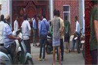 CM का साइड इफेक्ट: योगी की तरह बाल कटवाकर न आने पर प्रिंसिपल ने छात्रों को स्कूल से बाहर निकाला