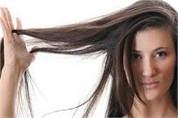 गर्मियों में बालों से आती है बदबू तो जरूर अजमाएं ये टिप्स