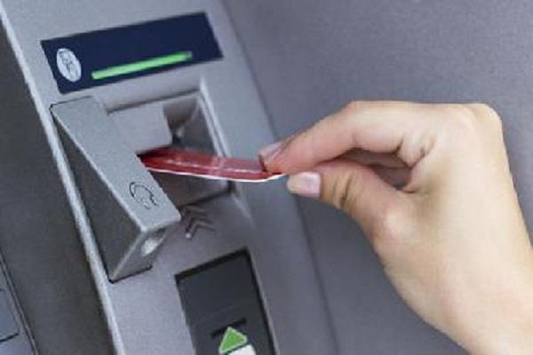 ATM कार्ड बदल निकाले 80,000 रुपए