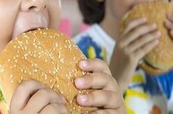 चीजबर्गर की ऐसी तलब, खुद कार ड्राइव कर मैकडोनल्ड्स पहुंचा 8 साल का बच्चा