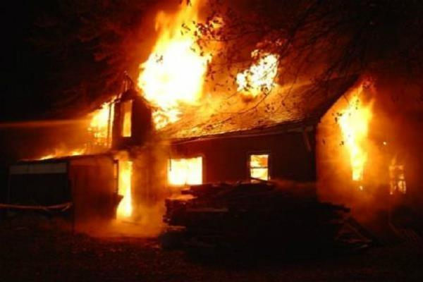 शॉर्ट सर्किट से घर में लगी आग, सामान जलकर राख