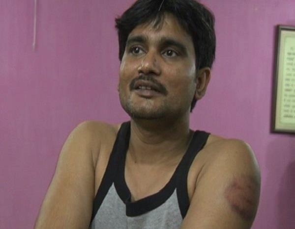 यूपी पुलिस की दबंगईः गुंडा टैक्स न देने पर चायवाले को पीटा