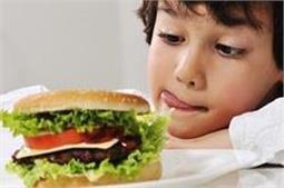 बच्चों में फास्ट फूड खाने की आदत को एेसे छुड़ाएं