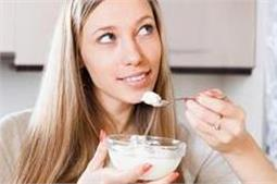 दही में मिलाकर खाएं ये 5 चीजें, दोगुणा मिलेगा लाभ