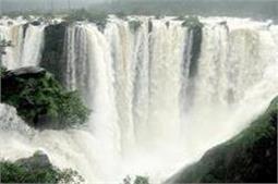 भारत में ही ये खूबसूरत वाटरफॉल्स, पार्टनर के साथ जाएं जरूर