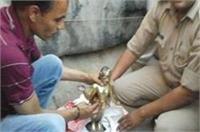 CM योगी का खौफ, कल चोरी हुई भगवान की मूर्ति को छोड़कर भागे लुटेरे
