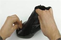 इन आसान टिप्स से पुराने जूतों को बनाए नया!