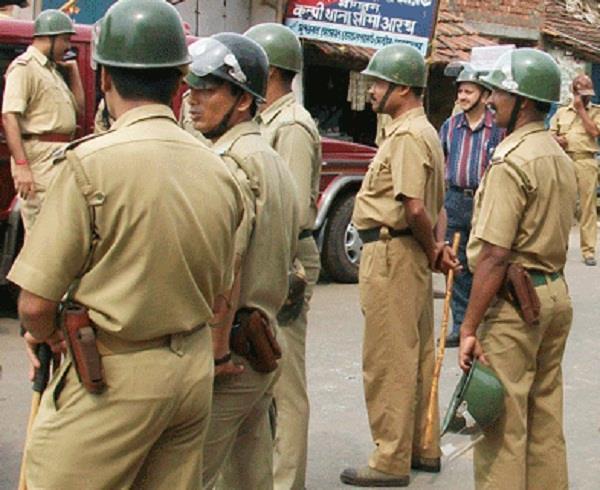 मथुरा में व्यापारी को गोली मारने के मामले में तीन पुलिसकर्मी निलंबित