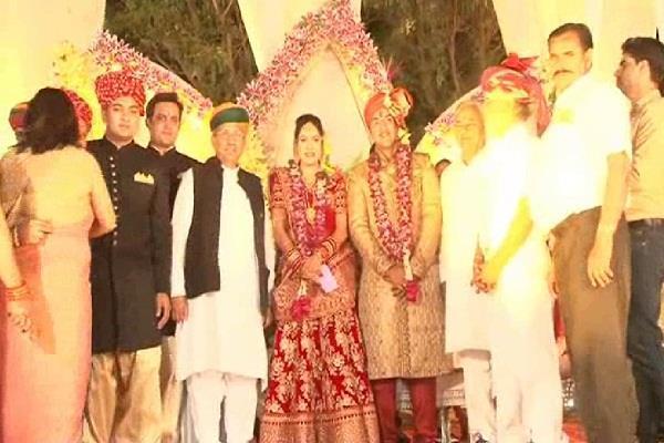 दादरी के IAS और बीकानेर की RJS ने अपने विवाह मंडप पर लिया अनोखा संकल्प