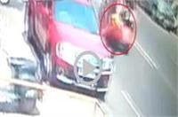 पूर्व सांसद की गाड़ी से बैग ले उड़ा चोर, वारदात CCTV में कैद