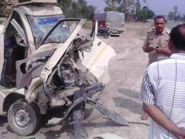 अमेठीः ट्रक और मैजिक लोडर की जबरदस्त टक्कर, 4 की दर्दनाक मौत