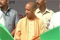 CM योगी की यूपी की जनता को बड़ी सौगात, 27 AC बसों को दिखाई हरी झंडी