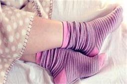 गीले मोजे पहन कर सोने से मिलते हैं कई बेमिसाल फायदे