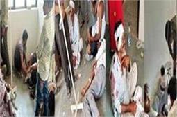 खुशियां बदली मातम मेंः बारातियों से भरी ट्रैक्टर ट्राली पलटी, एक दर्जन लोग घायल
