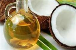 बाल ही नहीं, त्वचा के लिए भी फायदेमंद है Coconut Oil