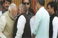 आखिरकार खुल गया राज, मुलायम ने क्या कहा था PM मोदी के कान में?