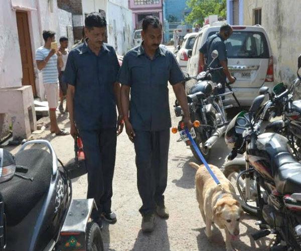 आगरा में सफाईकर्मी को मिला हैंड ग्रेनेड, जांच में जुटी बम स्क्वॉयड टीम