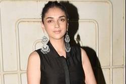 ब्लैक अनारकली सूट में अदिति दिखीं Desi Diva
