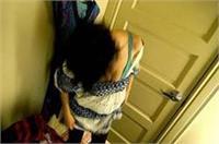 बाथरूम में नहा रही विवाहिता का बनाया MMS, 2 पक्षों के बीच हुआ जमकर हंगामा