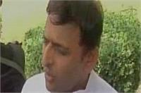 अखिलेश का विवादित बयान, कहा-गुजरात से कोई शहीद नहीं होता