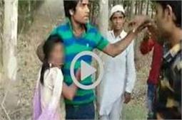 रामपुर के 'दरिंदे'- लड़कियों से सरेआम छेड़खानी, वीडियो कर दिया वायरल