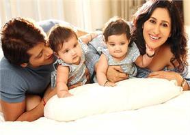 So Cute! टीवी स्टार करणवीर बोहरा का Twins बेटियों के साथ फोटोशूट