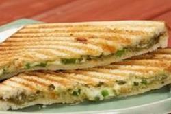 घर पर ही बनाएं टेस्टी Veg Chilli Cheese Toast