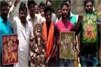 50 हिंदुओं ने किया इस्लाम अपनाने का एेलान, योगी सरकार पर लगाए अत्याचार के आरोप